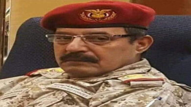 Photo of Yemen's military intelligence agency chief injured in Houthi drone strike dies