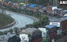 Stranded traffic moves on Jammu-Srinagar highway