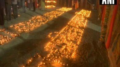 Photo of Kumbh: Saints light 33,000 'diyas' wishing for early construction of Ram Temple