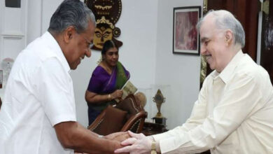 Photo of Kerala CM briefs Governor over violence following entry of women inside Sabarimala temple