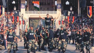 Photo of Varun Dhawan performs at Wagah border