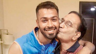 Photo of Hardik Pandya hasn't stepped out of the house, says his father