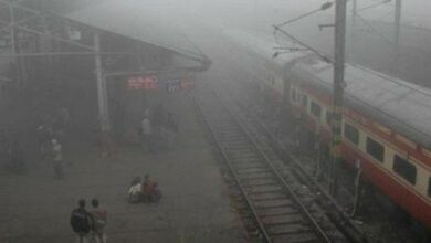 Photo of Delhi's air quality worsens, fog disrupts rail traffic