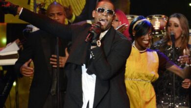 Photo of Fb deletes page criticising R Kelly's accusers