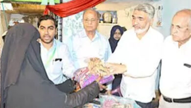 Photo of Kapda Bank: Faiz-e-Aam Trust, Help Hand distribute clothes in Jahangirabad, Chandrayan Gutta