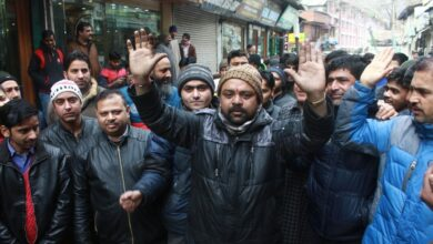 Photo of Pulwama: Hindus protest in Srinagar demanding safety of Kashmiris across India