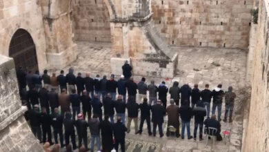 Photo of Al-Aqsa: Palestinians perform Friday Zuhr at 'Bab al-Rahma' for first time since 2003
