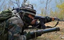 Clashes near gunfight site in Shopian