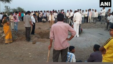 Photo of 6-year-old boy trapped in 200-feet-deep borewell in Pune