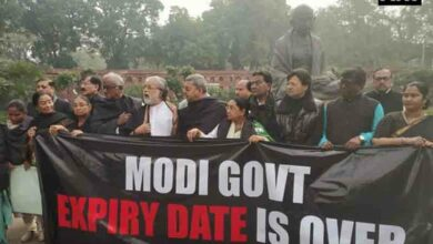 Photo of TMC hold protests outside Parliament over CBI, Rafale issue