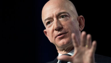 Photo of Jeff Bezos accuses national enquirer of 'Blackmail' over intimate photos he sent to mistress
