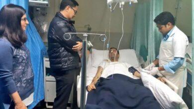 Photo of Pulwama encounter: Kiren Rijiju meets injured J-K cop at AIIMS