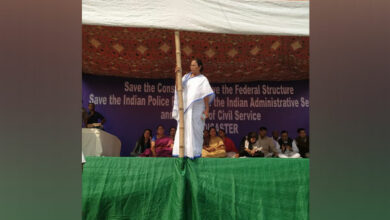 Photo of Mamata's dharna continues as several Oppn parties rally behind her