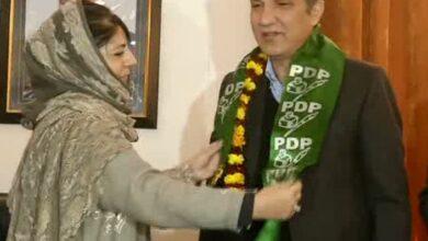 Photo of Ex-Jammu Kashmir Teachers Forum president joins PDP, will contest LS polls from Baramulla