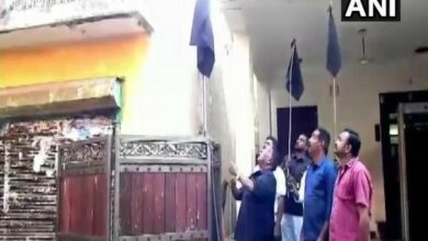 Photo of Puducherry CM hoists black flag at residence to protest against Kiran Bedi