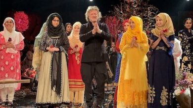 Photo of LFW: Rohit Bal honours Kashmiri women with heart-warming gesture, hailed