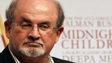 "Photo of ""I don't want to live secret life"", says Salman Rushdie"