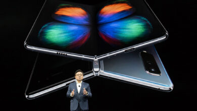 Photo of Samsung to inspect Galaxy Fold phones after reviewer complaints