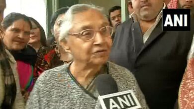 Photo of Sheila Dikshit writes to Rahul, Sonia; says coalition with AAP will 'harm' Congress in long run