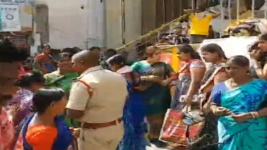Photo of Hyderabad: Stampede-like situation after Rs 10 saree offer