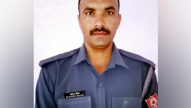 Photo of NDRF constable who saved pilgrim from drowning in Kumbh dies
