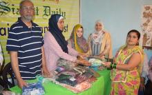 Faiz-e-Aam Trust, Helping Hand distribute clothes in Chandrayan Gutta