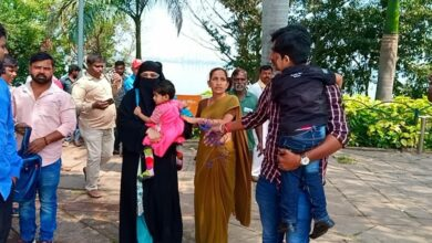 Photo of Hyderabad: Woman along with children attempts suicide at Husain Sagar due to 'Talaq' threat