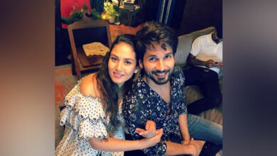 Photo of Shahid's latest picture with Mira is all about love!