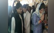 Rahul, Priyanka meet families of Pulwama martyrs, say their father also met the same fate