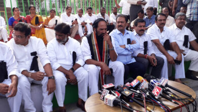 Photo of Congress MLAs stage dharna before Assembly