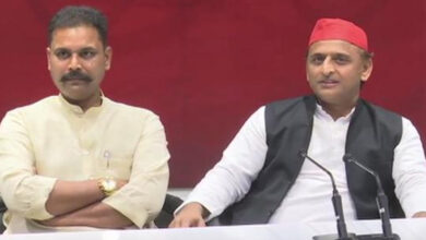 Photo of BJP MP quits party to join SP, gave his resignation to 'chowkidar'