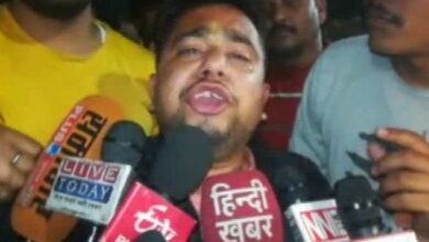 Photo of Hindu Yuva Vahini member beaten up by Congress workers in Raebareli