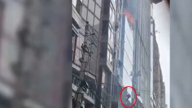 Photo of Fire at Dhaka skyscraper, people seen falling from the blazing tower