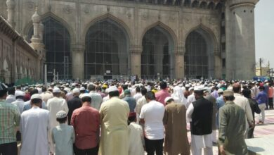Photo of Makkah Masjid: Devotees offers Friday prayer under blazing sun