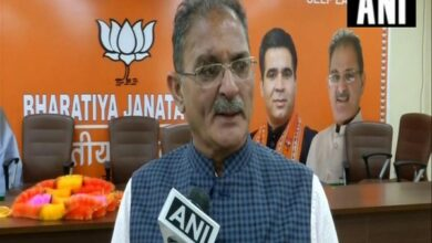 Photo of Arrest Mehbooba if she supports Jamaat-e-Islami, ban madrasas if spreading terrorism: Kavinder Gupta