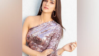 Photo of Kriti Sanon opens up about working with Laxman Utekar