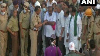 Photo of Kumaraswamy visits Dharwad building collapse site