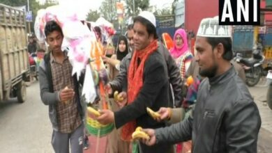 Photo of UP: Muslims offers food, medicines to Kanwariyas
