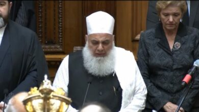 Photo of NZ parliament session begins with recitation of Holy Quran