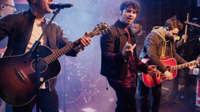 Photo of The Jonas Brothers perform at secret concert days after releasing new song