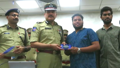 Photo of CP felicitates 3 youth for nabbing chain snatchers