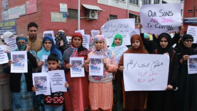Photo of Srinagar: Relatives of prisoners protesting against Central jail authority