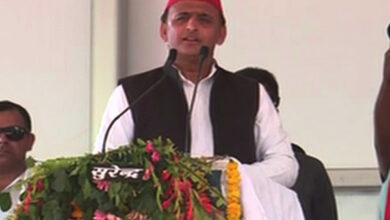 Photo of PM Modi urges people to sell 'pakodas' using foreign-imported oil to help his friends: Akhilesh Yadav