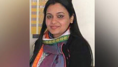 Photo of Unhappy with marriage, wife smothered Rohit Shekhar Tiwari to death: Delhi Police