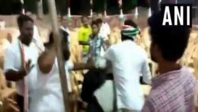 Photo of Congress workers thrash photojournalists for clicking empty chairs at TN rally