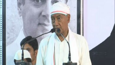 Photo of Armed forces, their families being dragged into politics: Digvijaya Singh