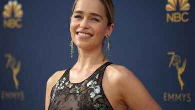 Photo of Emilia Clarke's mother knows how 'Game of Thrones' will end