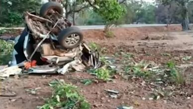 Photo of Maoists set vehicles ablaze in Jharkhand