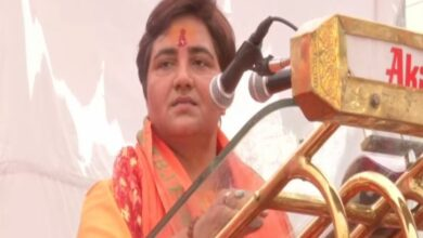 Photo of EC bars Sadhvi Pragya from campaigning for 3 days