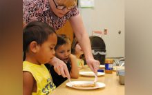 Preschoolers not good at resisting large portion of food, says study